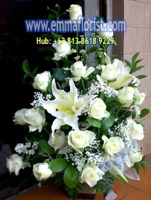 Rangkaian Bunga Meja Mawar Putih