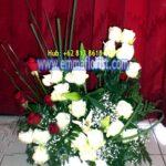 Rangkaian Bunga Meja Sederhana